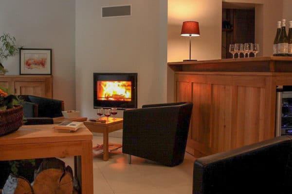 https://www.yes-we-canyon.com/wp-content/uploads/2019/04/hotel-le-val-lachard-salon-des-pres-1.jpg