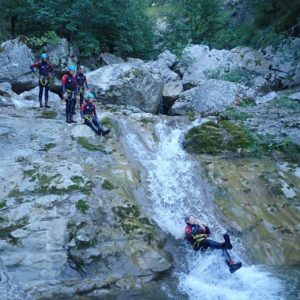team-building-groupe-canyoning-2
